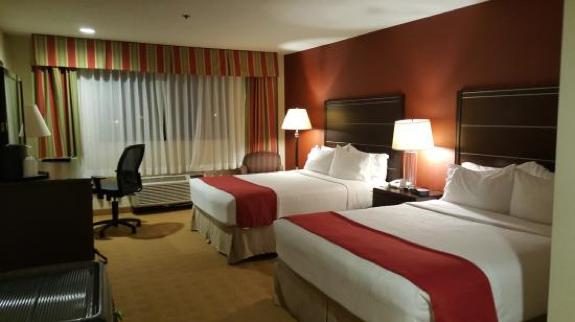 Holiday_Inn_Santa_Ana_Room